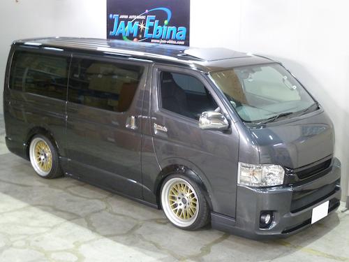 トヨタ・ハイエース(QDF-GDH201V)