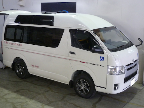 トヨタ・ハイエース(QDF-GDH206K 改)