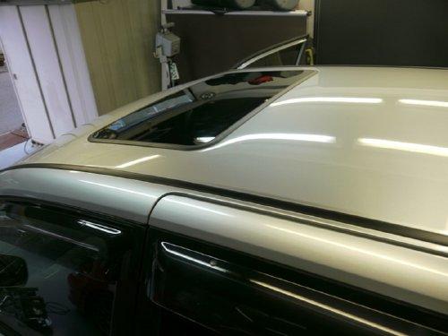 トヨタ(TOYOTA)・ノア(NOAH)への後付 サンルーフ(sunroof)取付画像。ベバスト(webasto)ホランディア300デラックスラージ(Hollandia 300 Deluxe Large)