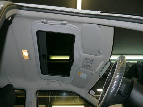 スズキ・スイフト(swift)への後付 サンルーフ(sunroof)取付画像。ベバスト(webasto)ホランディア300デラックスミディアム(Hollandia 300 Deluxe Medium)