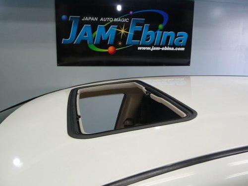 トヨタ(TOYOTA)・エスティマ(ESTIMA)への後付サンルーフ(sunroof)取付画像。ベバスト(webasto)ホランディア100デラックス(Hollandia 100 Deluxe)手動式