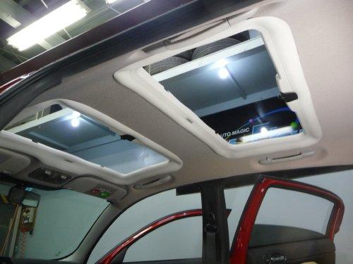 アルファロメオ(Alfa Romeo)147への後付サンルーフ(sunroof)取付画像。ベバスト(webasto)ホランディア100デラックス(Hollandia 100 Deluxe)手動式