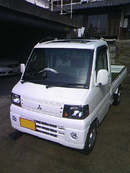 三菱(MITSUBISHI)・ミニキャブ トラック(Minicab truck)への後付サンルーフ(sunroof)取付画像。ベバスト(webasto)ホランディア300デラックス ミディアム(Hollandia 300 Deluxe Medium)02
