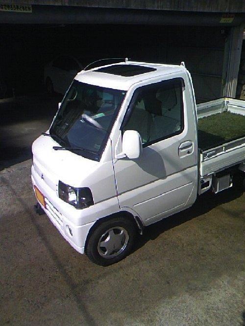 三菱(MITSUBISHI)・ミニキャブ トラック(Minicab truck)への後付サンルーフ(sunroof)取付画像。ベバスト(webasto)ホランディア300デラックス ミディアム(Hollandia 300 Deluxe Medium)03