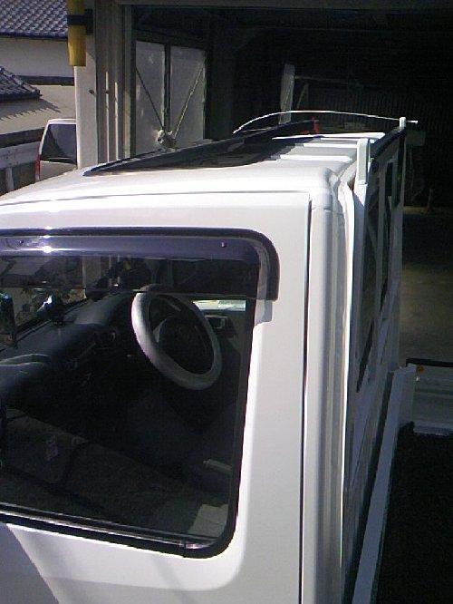 三菱(MITSUBISHI)・ミニキャブ トラック(Minicab truck)への後付サンルーフ(sunroof)取付画像。ベバスト(webasto)ホランディア300デラックス ミディアム(Hollandia 300 Deluxe Medium)06