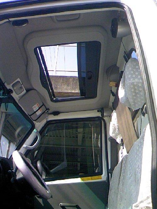 三菱(MITSUBISHI)・ミニキャブ トラック(Minicab truck)への後付サンルーフ(sunroof)取付画像。ベバスト(webasto)ホランディア300デラックス ミディアム(Hollandia 300 Deluxe Medium)10