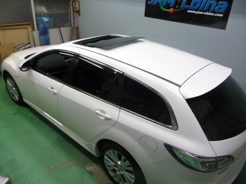 マツダ(MAZDA)・アテンザスポーツワゴン(ATENZA Sport Wagon)への後付サンルーフ取付画像。ベバスト(webasto)ホランディア300デラックスラージ(Hollandia 300 Deluxe Large)トリムシェル巻込み仕上。sunroof_02