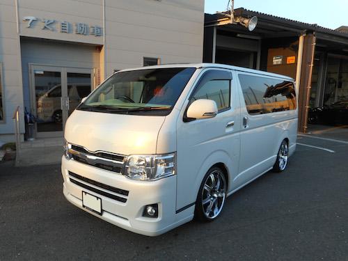 トヨタ・ハイエース(KDH201V改)